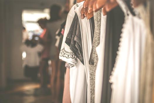 les fashions faux pas à éviter pour bien s'habiller quand on est ronde avec du ventre