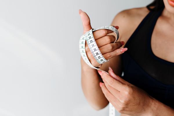 Prendre ses mesures pour ses vêtements de grande taille originaux, pour les femmes